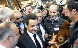 Nicolas Sarkozy dans la cohue du salon de l'agriculture le 21 février 2009.