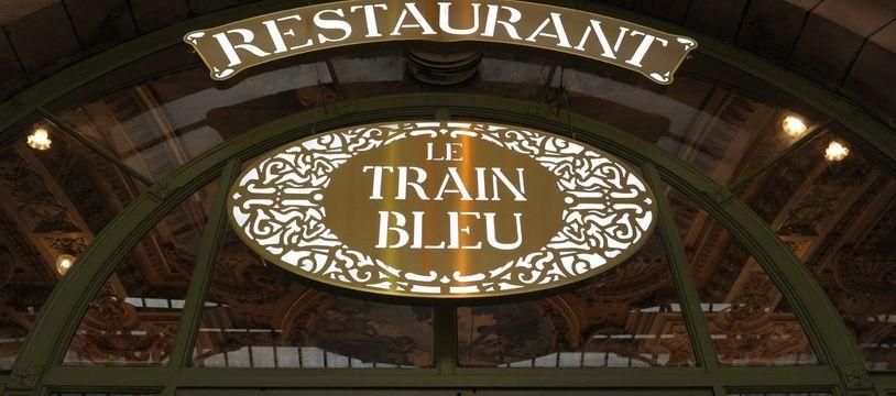 L'entrée du restaurant gastronomique Le Train Bleu, à Paris.