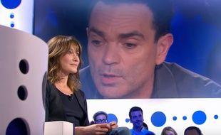 Carla Bruni (et Yann Moix dans l'écran), sur le plateau de «On n'est pas couché», en novembre 2017.