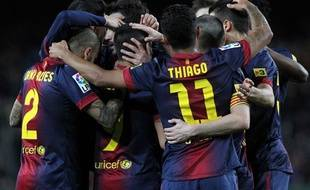 Les joueurs de Barcelone se congratulent après un but contre Majorque, el 6 avril 2013, au Camp Nou.