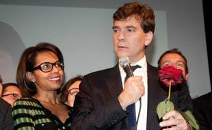 La journaliste Audrey Pulvar aux côtés de son compagnon Arnaud Montebourg (PS), au moment de son discours le soir du premier tour de la primaire socialiste, le dimanche 9 octobre 2011.
