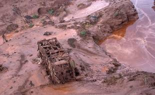 La coulée de boue qui a ravagé le village de Bento Rodrigues, le 5 novembre 2015, a contaminé les eaux alentour.