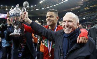Hatem Ben Arfa aux côtés de François Pinault après la victoire en Coupe de France.