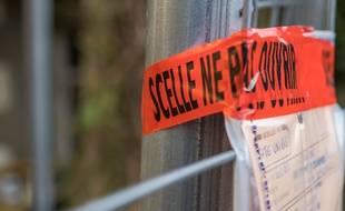 Des scellés avaient été posés sur l'ancienne maison de la famille Seznec, à Morlaix, où des fouilles ont été menées.