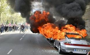 Un véhicule Porsche a été incendié devant la préfecture de Loire-Atlantique.