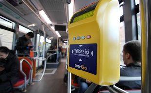 Illustration d'une borne KorriGo dans un bus de Rennes.