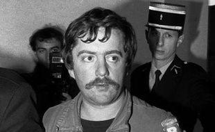 5 novembre 1984: Bernard Laroche, le cousin germain de Jean-Marie Villemin, est dénoncé par Muriel Bolle, sa belle-s?ur âgée de quinze ans. Bien qu'il clame être innocent et après que Muriel se soit rétractée, Laroche est inculpé par le juge d'instruction d'Épinal, Jean-Michel Lambert.