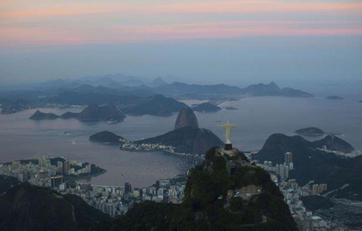 Coucher de soleil sur la baie de Rio de Janeiro, au Brésil, le 10 mai 2012. – Felipe Dana/AP/SIPA