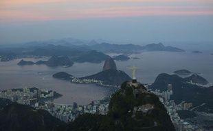 Coucher de soleil sur la baie de Rio de Janeiro, au Brésil, le 10 mai 2012.