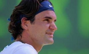 Roger Federer a porté à seize sa série de victoires consécutives en battant l'Américain Ryan Harrison 6-2, 7-6 (7/3) pour se qualifier samedi pour le 3e tour du Masters 1000 de Miami.