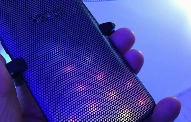 Le smartphone A5 LED de Alcatel.
