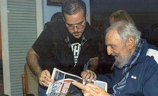 Photo transmise le 2 février 2015 par le website www.cubadebate.cu de Fidel Castro à sa résidence à La Havane