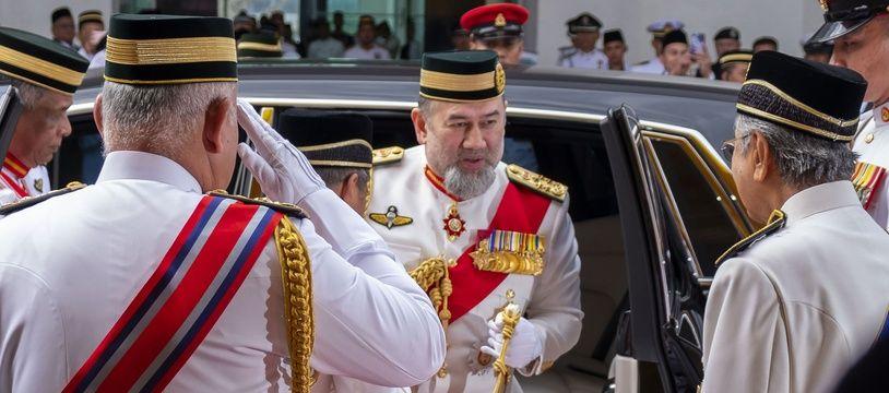 Le sultan Muhammad V est le premier roi de Malaisie à abdiquer depuis que ce pays a regagné son indépendance.