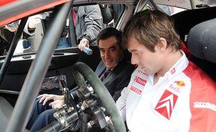 Non, François Fillon (fan de sport automobile) n'a pas décidé de devenir le copilote de Sébastien Loeb (photographié ici en 2008).
