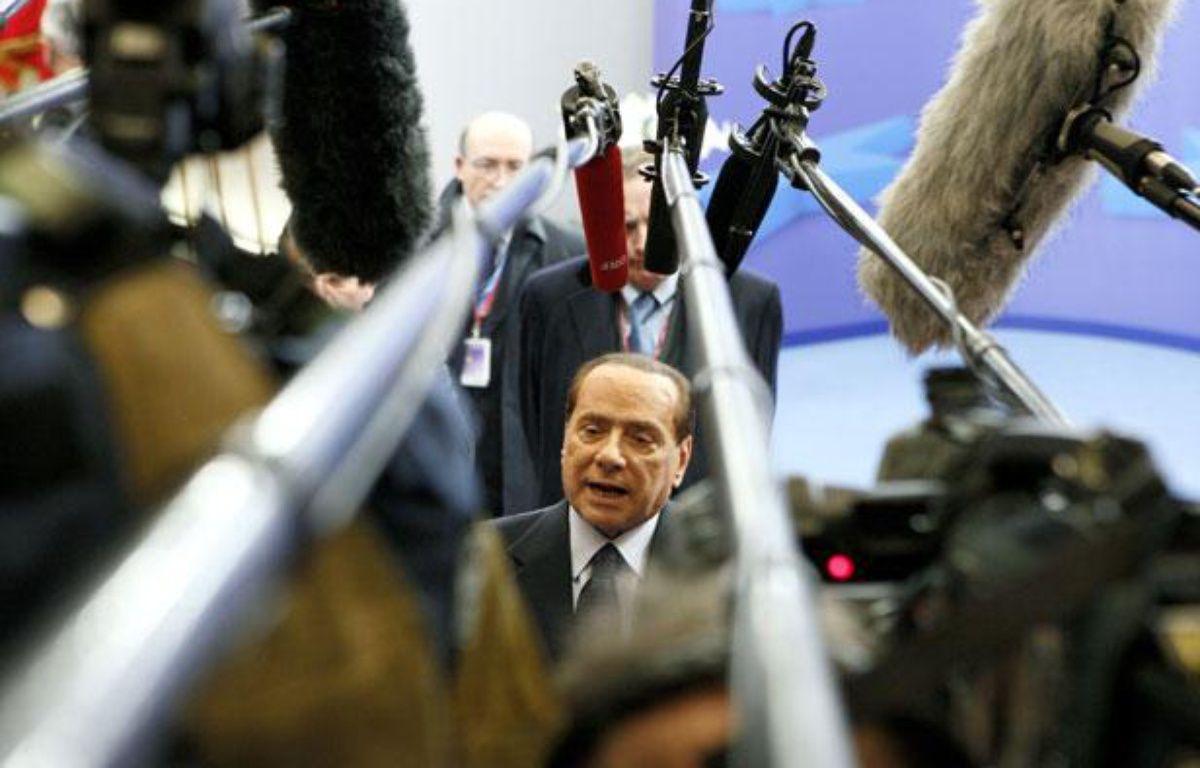Le président du Conseil italien Silvio Berlusconi répond aux médias à la fin du Sommet européen à Bruxelles, le 23 octobre 2011. – S. PIRLET/ Reuters