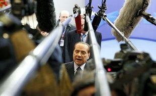 Le président du Conseil italien Silvio Berlusconi répond aux médias à la fin du Sommet européen à Bruxelles, le 23 octobre 2011.
