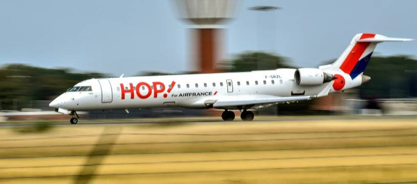 Un avion de la compagnie Hop! au départ de Lille.