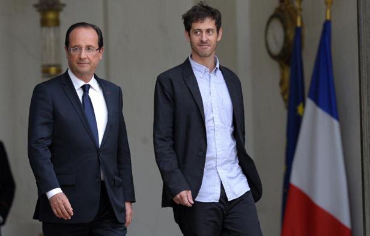 François Hollande et Roméo Langlois à l'Elysée, le 1er juin 2012. – P.WOJAZER / REUTERS