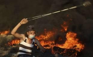 Un manifestant palestinien à la frontière entre Gaza et Israël, vendredi 14 septembre