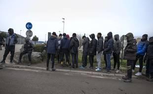 Des migrants près de Calais en janvier 2020 (illustration).
