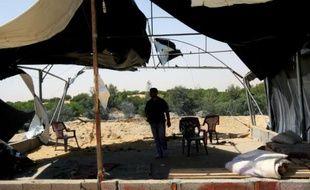 Dégâts sur un camp d'entrainement le 28 avril 2013 à Gaza après des frappes aériennes d'Israël
