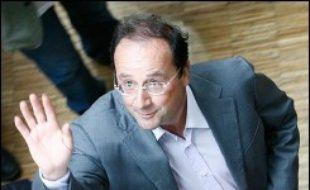 Le Premier secrétaire du Parti socialiste François Hollande sera l'invité ce dimanche du journal de 20H00 de TF1, où s'exprimera le Premier ministre Dominique de Villepin lundi, a annoncé la chaîne.