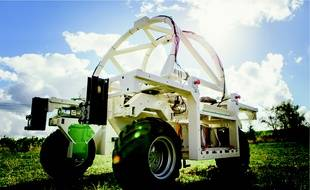 Le robot électrique viticole TED, conçu par la société NAIO, a été spécialement créé pour le château Fombrauge (Saint-Emilion).