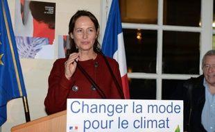La ministre de l'Environnement Ségolène Royal lors d'une réunion avec les industriels du textile à Paris, le 8 décembre 2015