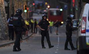 Les rues du centre de Barcelone sont désertes après l'attaque qui a eu lieu en fin d'après-midi.