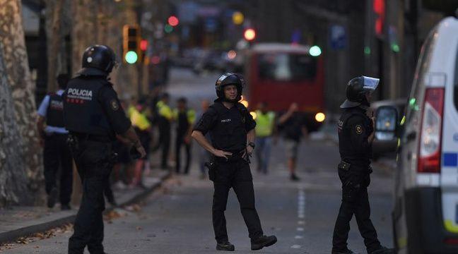 Les rues du centre de Barcelone sont désertes après l'attaque qui a eu lieu en fin d'après-midi. – LLUIS GENE / AFP