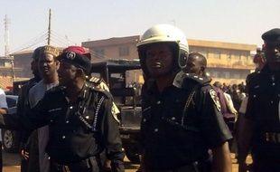 Un attentat à la bombe le dimanche de Pâques près d'une église dans la ville de Kaduna, dans le nord du Nigeria, a fait plusieurs morts et blessés, ont indiqué un responsable des secours et un habitant.