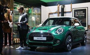 La Mini Cooper Édition anniversaire des 60 ans lors de sa première mondiale au 97ème Salon de l'Automobile de Bruxelles, le 18 janvier 2019.