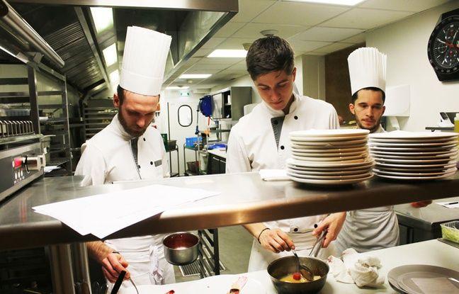 A LA table d'hôtes de Philippe Etchebest, on est en prise directe avec les cuisines de l'établissement