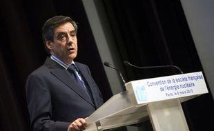 """François Fillon a qualifié jeudi """"d'aberration"""" la remise en cause du nucléaire en France et critiqué les prises de position du candidat PS François Hollande, qui n'ont """"pas de sens"""" et sont même """"absurdes"""" s'agissant de sa volonté de fermer la centrale de Fessenheim."""