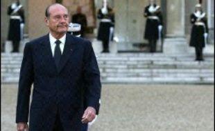 Jacques Chirac a fait des propositions concrètes en matière d'impôt sur les sociétés et de sécurité sociale professionnelle, jeudi lors des voeux des Forces vives, des projets dont la mise en oeuvre ne peut intervenir qu'après la fin de son mandat.