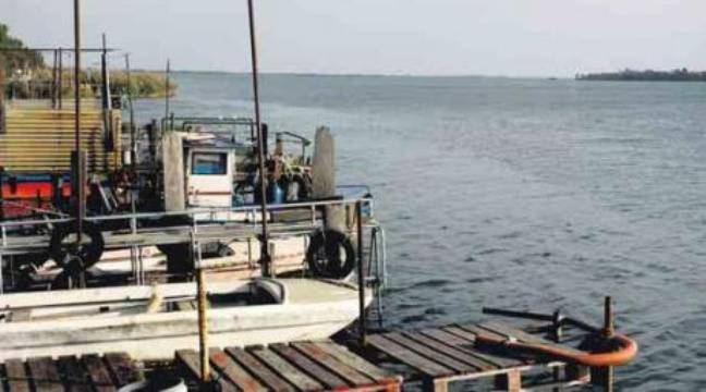 Du pcb coule dans les riverains du rh ne - Navy service port st louis du rhone ...