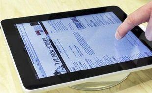A l'usage, l'iPad se révèle idéal pour lire un livre, son compte Twitter ou son journal.