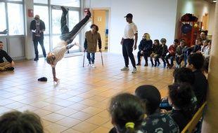 La démo était présentée par des breakdancers valides et handicapés