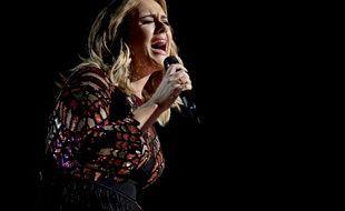 Adele chante «Hello» aux Grammy Awards, le 12 février 2017.