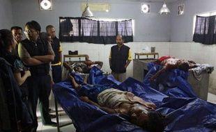 Les violences religieuses qui secouent la Birmanie se sont déplacées vendredi en Indonésie avec le massacre dans un centre de réfugiés de huit bouddhistes birmans par des compatriotes musulmans se vengeant d'attaques dont ont été victimes leurs coreligionaires chez eux.