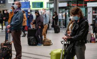 Habituez-vous aux masques dans les gares et les stations de métro.
