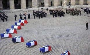 Hommage aux Invalides à Paris, aux neuf militaires français tués dans un crash de F-16 en Espagne, le 3 février 2015
