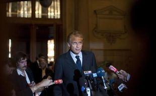 """Dominique de Villepin, qui a été entendu lundi pour la deuxième fois par les juges chargés du volet financier de l'affaire Karachi, a affirmé mardi qu'il n'était """"en aucun cas concerné par le fond de cette affaire"""" et c'est, selon lui, """"ce qui apparaît dans le dossier""""."""