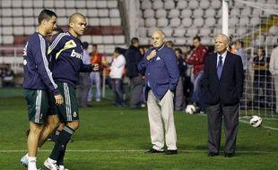 Pepe et Cristiano Ronaldo à l'échauffement, le 23 septembre 2012 sur la pelouse du Rayo Vallecano (Espagne).