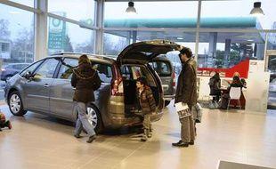 Unconcessionnaire automobile à Vélizy en décembre 2010.