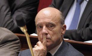 Le ministre des Affaires étrangères, Alain Juppé, écarte l'idée du Qatar d'envoyer des troupes arabes en Syrie, dans un entretien publié vendredi par le quotidien français Ouest-France.