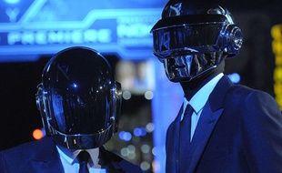 Guy Manuel de Homem-Christo et Thomas Bangalter du duo Daft Punk, à l'avant-première de «Tron: L'héritage», à Los Angeles, le 11 décembre 2010.