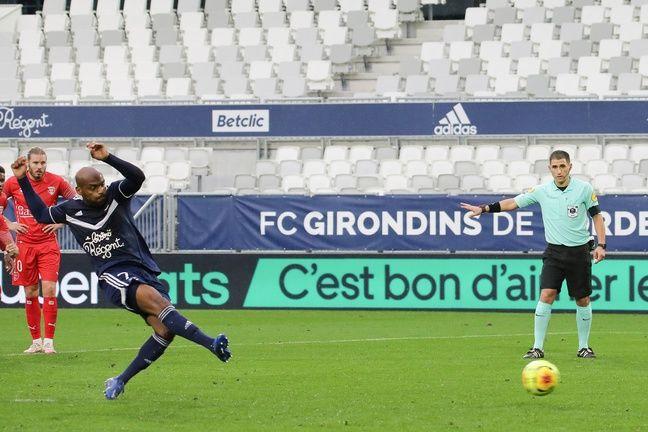 Le penalty de Jimmy Briand face à Nîmes.