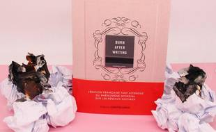 L'ouvrage, signé d'une inconnue, la Britannique Sharon Jones, est sorti le 4mars.