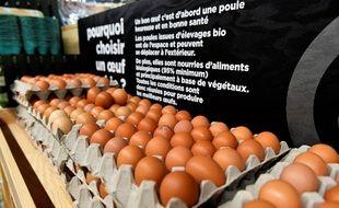 Des œufs sur une étagère d'une supermarché